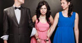 После венчания мужа, как подменили, поднял на меня руку. Уверена, это «подруга» что-то наворожила