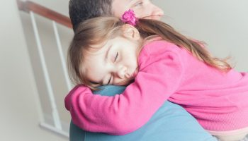 Сначала он скрывал от меня свою дочь, а теперь мне самой страшно — вдруг она меня не примет?