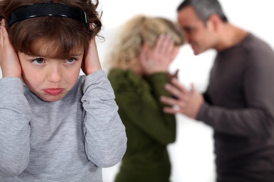 Тонкие стены мне не дают покоя, переживаю, когда ругаются и дерутся, а ведь там дети