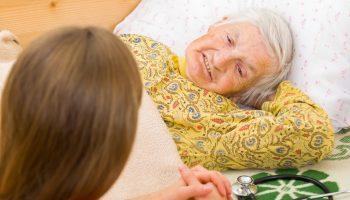 Свекровь прикована к постели, и муж собрался определить её в дом престарелых. Как же так? Так и наши дети сдадут нас