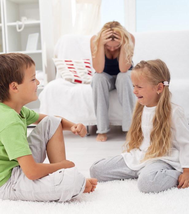 На мне дом, хозяйство, двое малышей, а муж считает, что просить помощи у бабушек - верх наглости, я же не работаю!