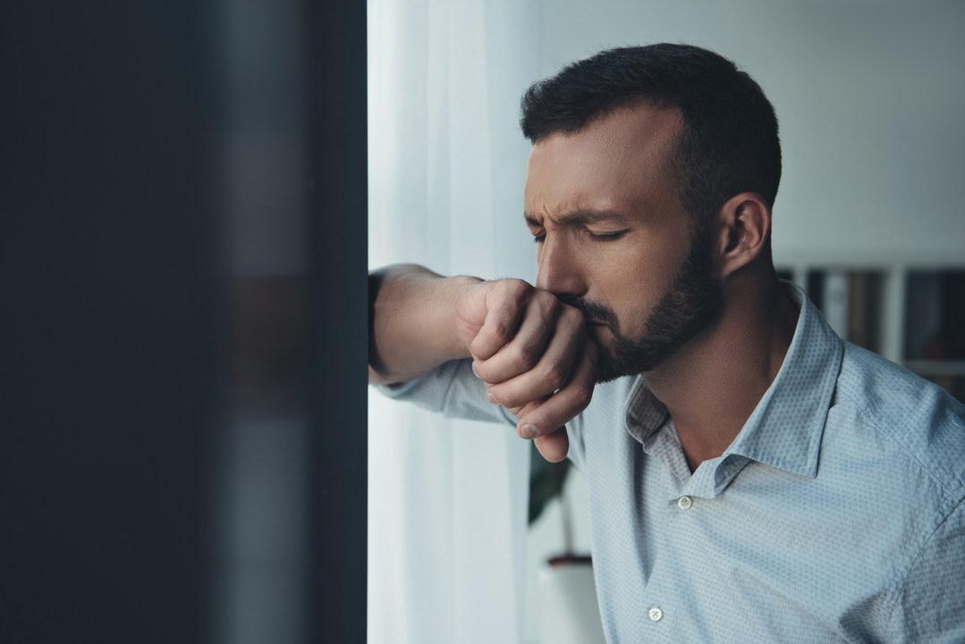 Бывший муж супруги постоянно бывает у нас дома, прикрываясь ребёнком. Как по-мужски дать ему понять, что место занято?