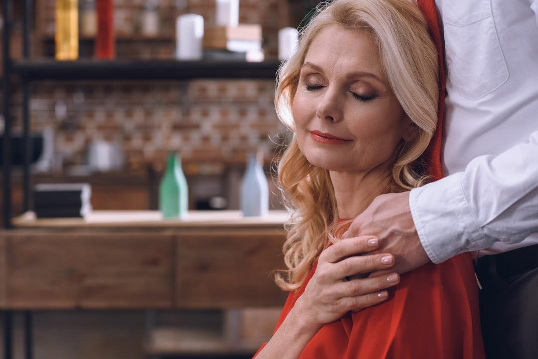 Моя мама после развода сошлась с отвратительным типом. Что это: любовь или страх остаться одной?