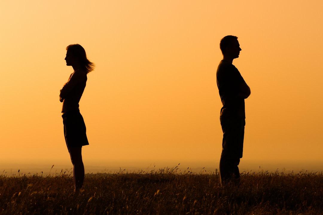 Жена в своё время сделала аборт, чтобы не потерять хорошую должность. Теперь не может иметь детей. Не знаю, как быть…