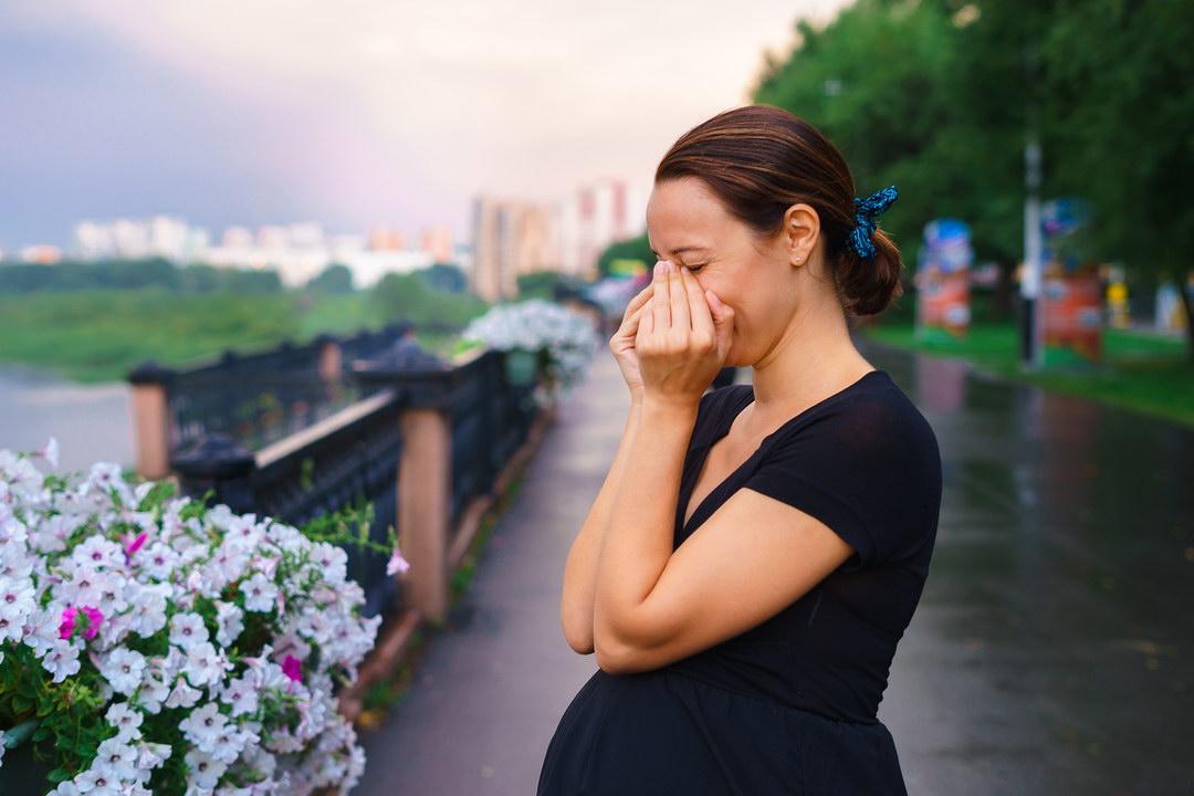 Все 7 лет брака муж унижает и сомневается в отцовстве. Сейчас беременна. Как поступить: терпеть дальше или развестись?