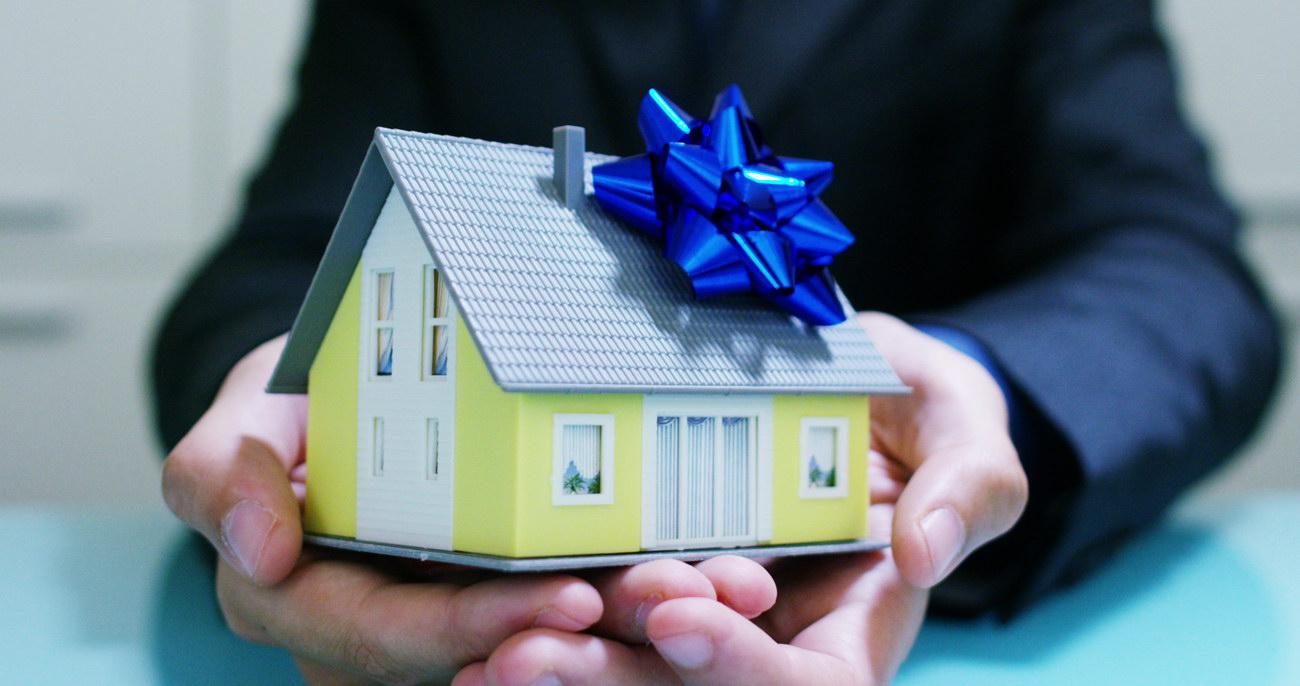 Родители жены – богатые и чудные. Обещали подарить внуку квартиру, а родилась девочка. Теперь говорят, жилья не будет