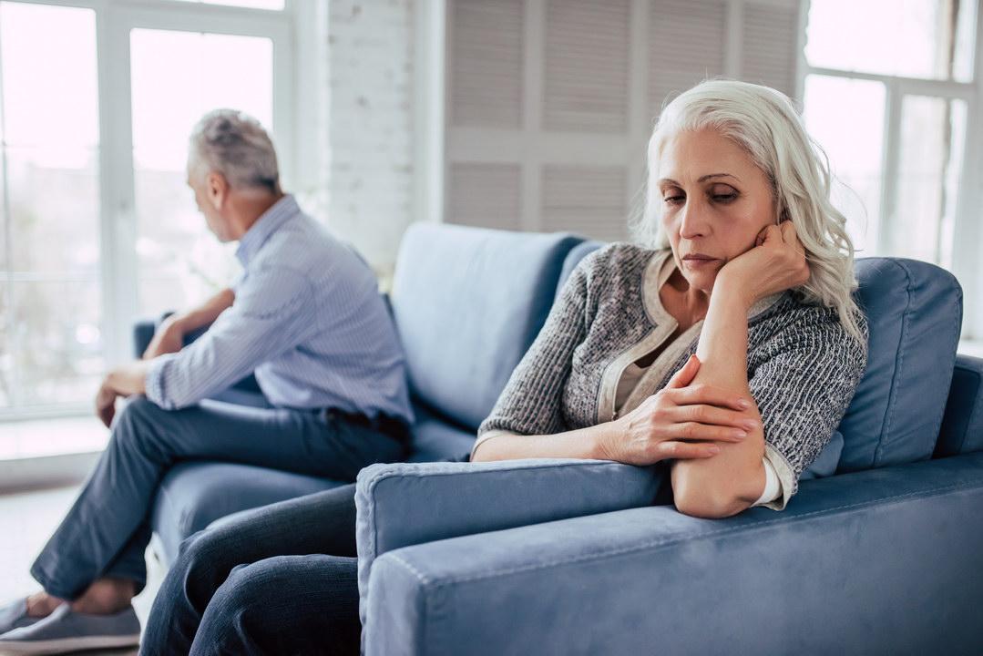 Всю жизнь муж меня унижал и относился как к прислуге. Теперь решилась и выгнала его. А взрослые дети устроили мне бойкот