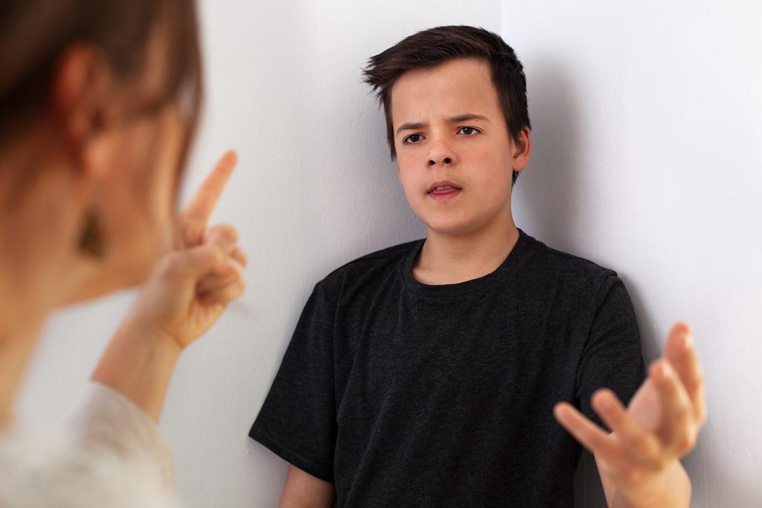 Я вдова, воспитываю сына одна. Похоже, я больше с ним не справляюсь, его поведение настораживает. Кажется, я теряю сына…