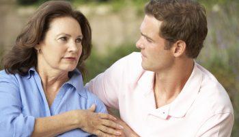 Сын думает, что я тяжело переживаю развод после 30 лет брака, знакомит с мужчинами. А я счастлива в свои 60, как никогда