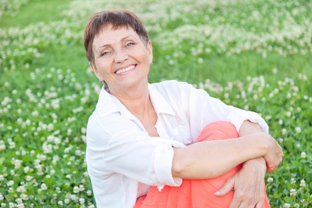 Я пенсионерка, но хочу встретить своё женское счастье. А дочь постоянно даёт мне понять, что моё время прошло. Обидно!