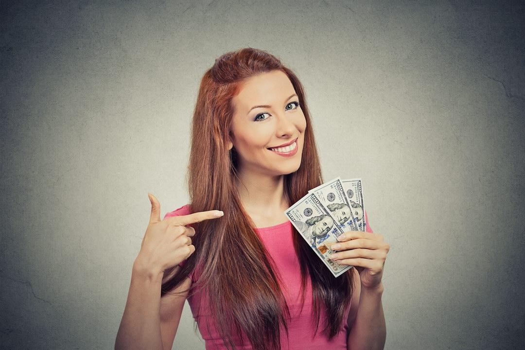 Я продаю БАДы и хорошо зарабатываю. Муж достает, что я обманываю пенсионеров. Но это не так! Он завидует моему доходу?
