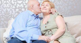 Только на пенсии встретила настоящего мужчину, но мой сын не даёт спокойно жить. Как выбирать между сыном и счастьем?