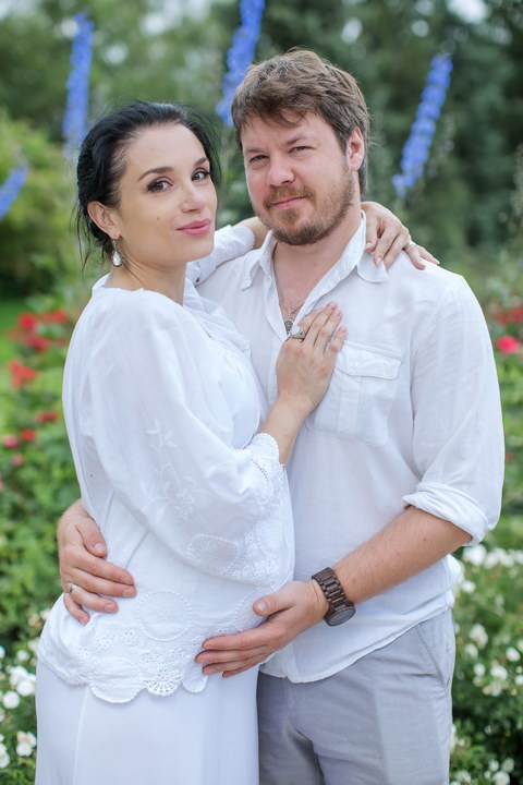 Я женюсь на девушке, беременной от другого. Приму ребёнка, как своего. Мои родители против свадьбы. Как их переубедить?