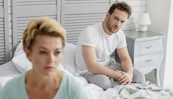 Свекровь открыто настраивает мужа против меня: раз я не готова к рождению детей, то им не нужна