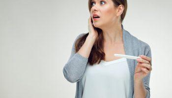 У 30-летней невестки незапланированная беременность, рожать не хочет из-за карьеры. Я настаиваю на родах. Как убедить?