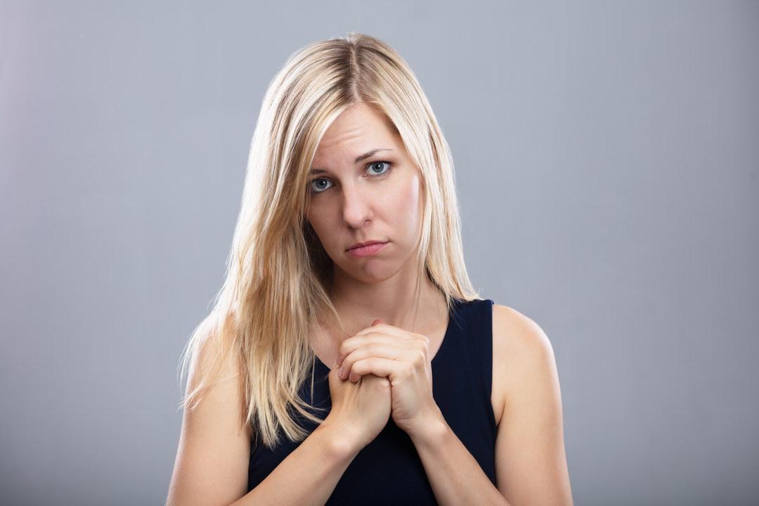 Хочу приютить бездомного свёкра у нас, а муж против - боится испортить отношения со своей матерью