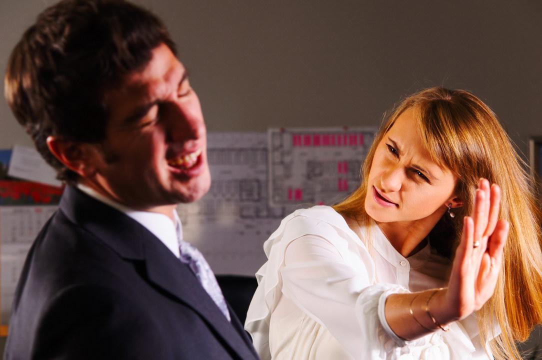 Влепила пощёчину мужу на глазах его коллег. Стыдно, но не жалею: может, спасла этим наш брак