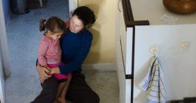 Я беременна третьим ребёнком, но мои родители против, чтобы я «плодила нищету и безотцовщину». Не знаю, как поступить…