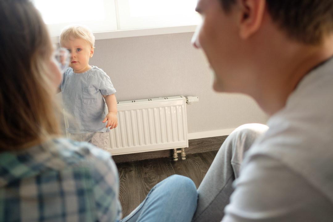 Муж никогда не давал повода для ревности, но теперь у нашего сына молодая няня и я начала в нём сомневаться. Уволить её?