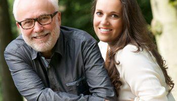 Мне 37, моему мужчине 63. Недавно меня приняли за его дочь, а его назвали стариком. Не понимаю, кому какое дело?