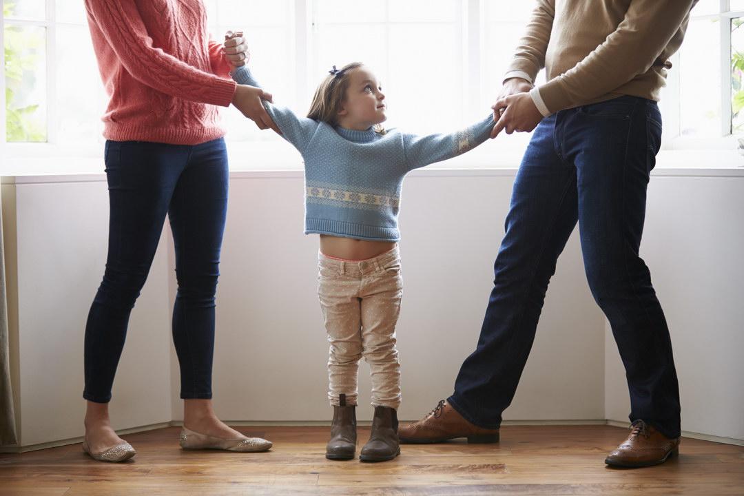 Муж ушел к другой, а мне дал месяц, чтобы я нашла нам с детьми другое жилье и работу, иначе он заберет детей
