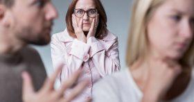 Живу с дочкой и зятем и вижу, что он эгоист и деспот. Как убедить её развестись, пока молодые годы ещё не растрачены?