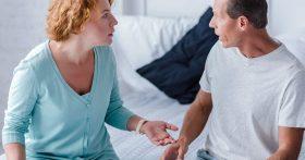 Помогаю состоятельным людям по хозяйству, а муж считает, что в наши дни быть прислугой унизительно. И как теперь быть?