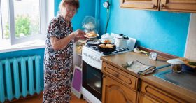 Как донести до матери, что она в рабах у эгоистичной, неблагодарной бабушки?
