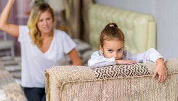 Вижу, как наши ссоры с мужем влияют на дочь. Но как её оградить? Боюсь, она тоже не сможет создать нормальные отношения