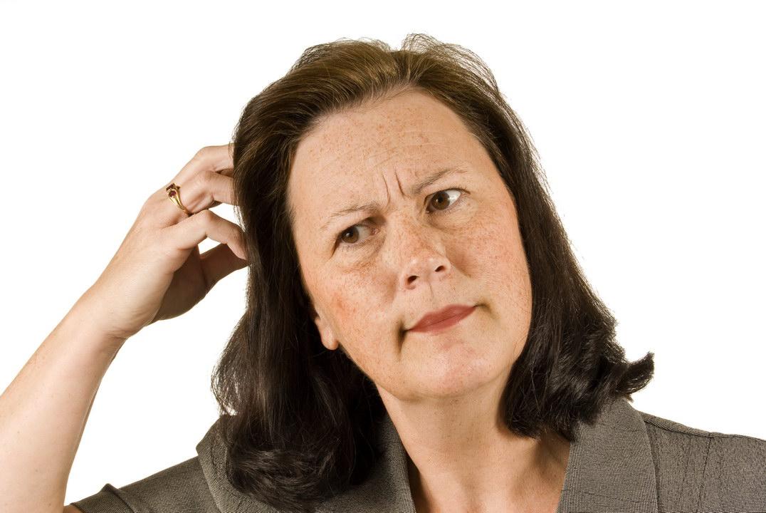 Узнала, что школьная подруга (ей прочили карьеру и мужа-дипломата) к 50 годам одинока и несчастна. А виновата её мать…