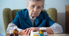 Свекровь постоянно рассказывает внучке о своих болезнях, дочка уже у неё спать по ночам боится