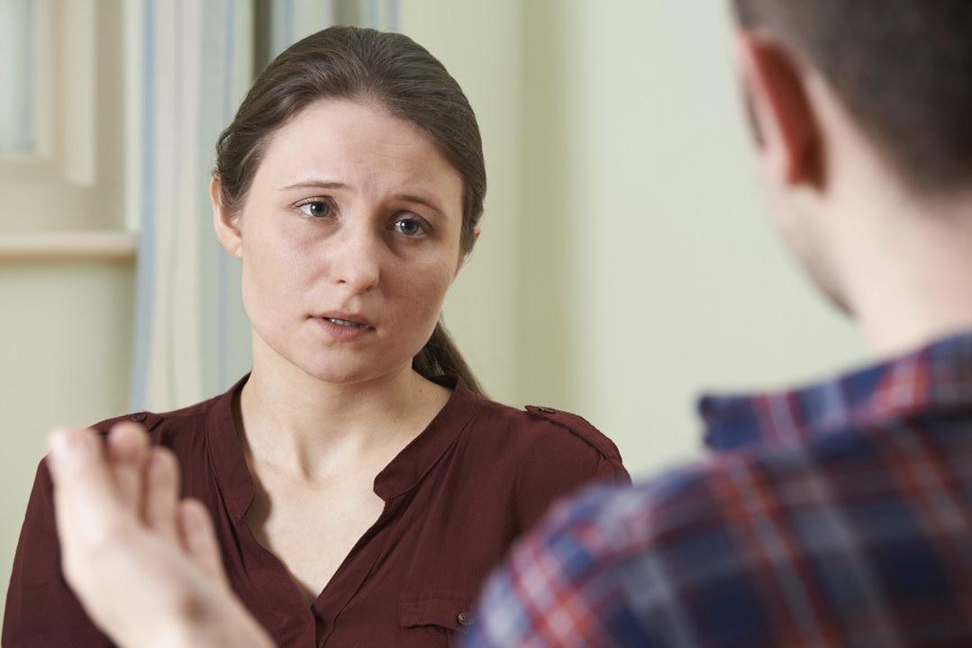 Уже как 7 лет муж бросил нас прямо в роддоме. Но недавно объявился: просит прощения, хочет вернуться. Что у него на уме?
