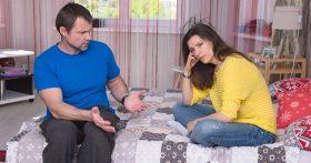 Муж стесняется меня на публике, пыталась его пристыдить, но он всё отрицает. Что же дальше будет с нашей семьей?