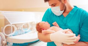 Я родила ребенка от другого мужчины. Признаваться ли в этом мужу?