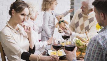 Не вожу жену на семейные дружеские встречи, потому что на них есть моя бывшая