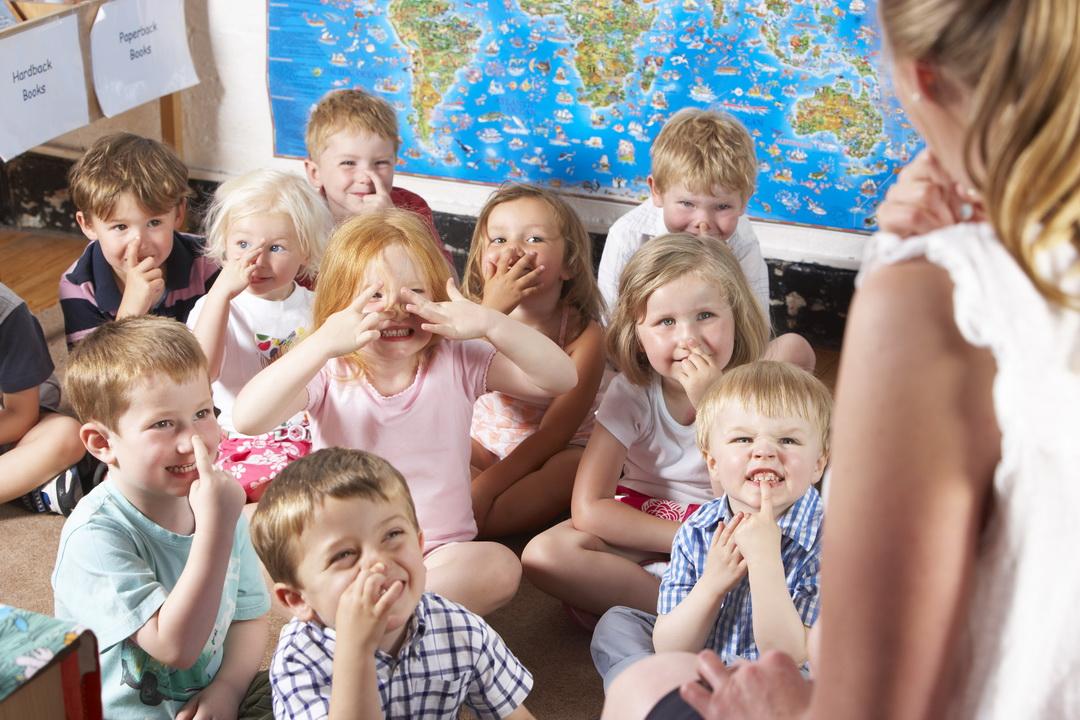 «Нет денег – нет подарков». Пусть родители объясняют детям, почему они сидят отдельно и без подарков. Разве мы не правы?