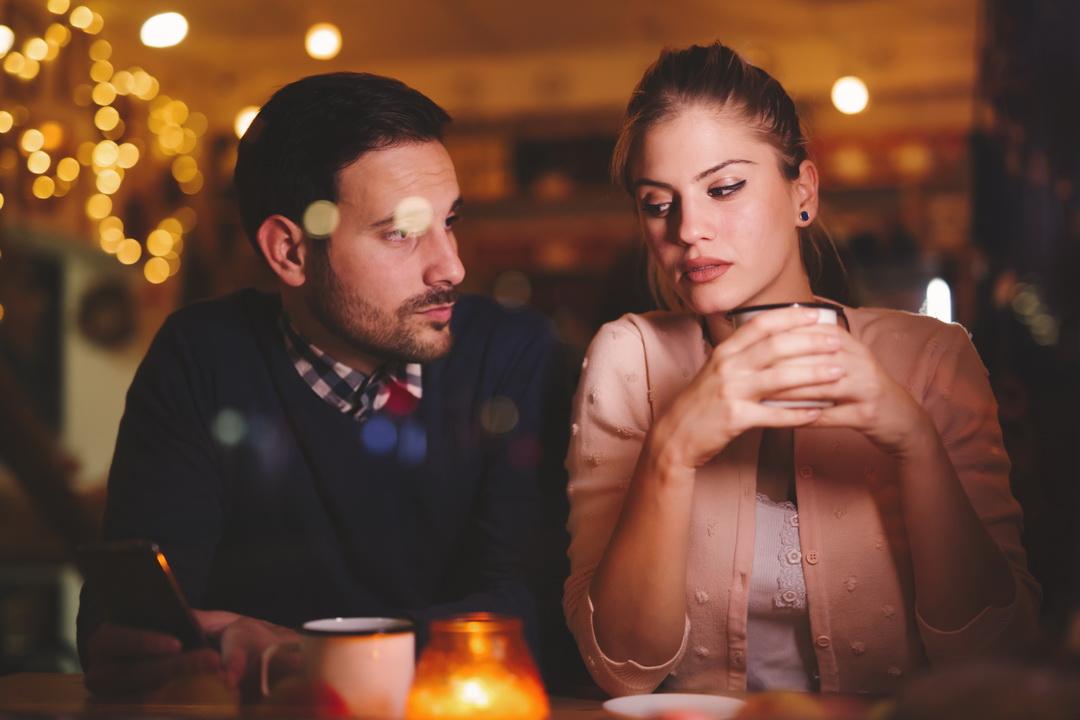 Просто от скуки встречалась с ним, а он предложил замуж. Все говорят «главное, что он тебя любит», но так ли это?