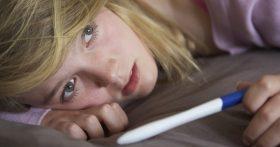 Моя дочь считает себя виноватой за беременность